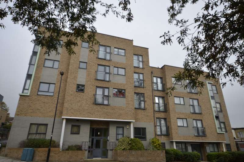 2 Bedrooms Flat for sale in Hinkler Road, Southampton, SO19