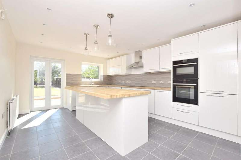 5 Bedrooms Detached House for sale in Ipswich Road, Colchester, CO4 0HN