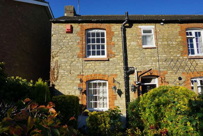 2 Bedrooms Terraced House for sale in WEST STREET, OLNEY