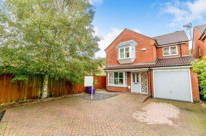 4 Bedrooms Detached House for sale in Maxwell Way, Lutterworth, Leicestershire
