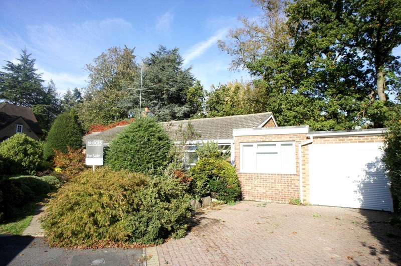 3 Bedrooms Detached Bungalow for sale in Scholars Close, Caversham Heights