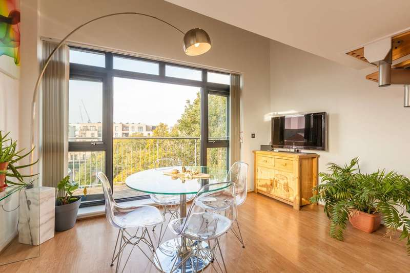 2 Bedrooms Flat for sale in Hawgood Street, Bow, E3