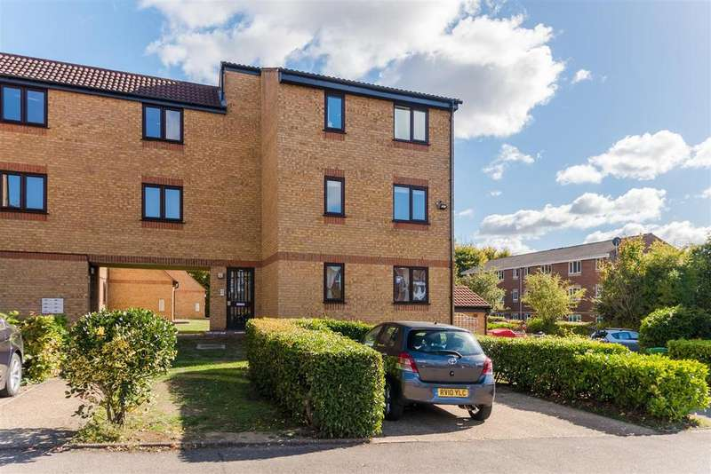 2 Bedrooms Flat for sale in Walpole Road, Cippenham