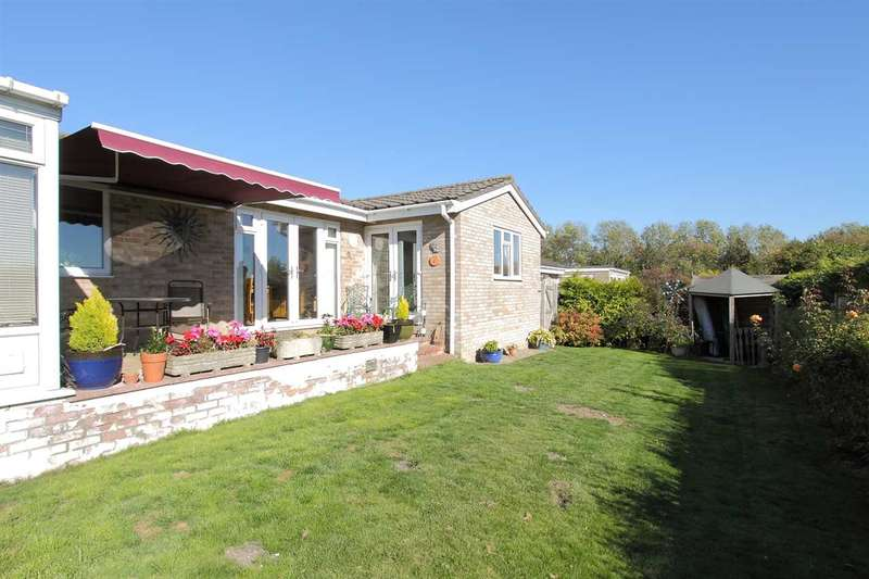 3 Bedrooms Bungalow for sale in Beech Close, Overton