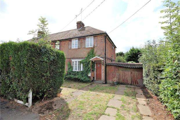 2 Bedrooms Semi Detached House for sale in Manor Road, Caddington