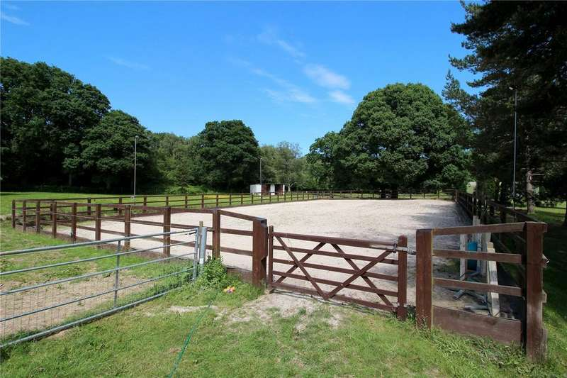 3 Bedrooms Equestrian Facility Character Property for sale in Herons Lea, Copthorne, Crawley, West Sussex