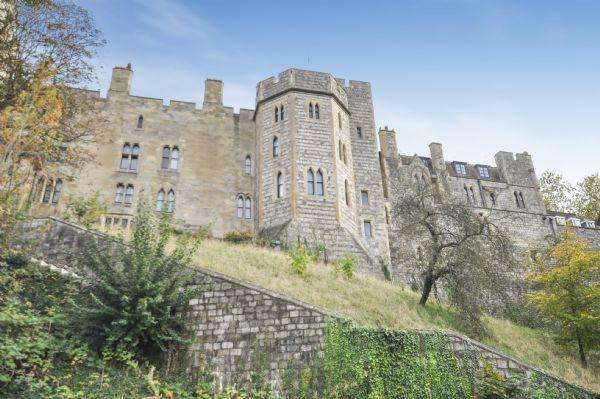 2 Bedrooms Flat for sale in Chapter Mews, Windsor SL4