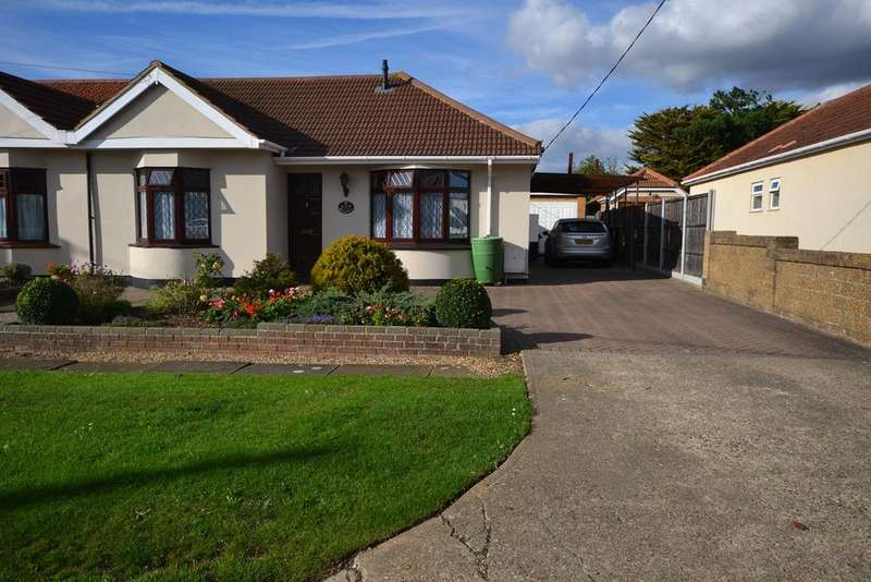 3 Bedrooms Semi Detached Bungalow for sale in Balmoral Avenue, Corringham, SS17