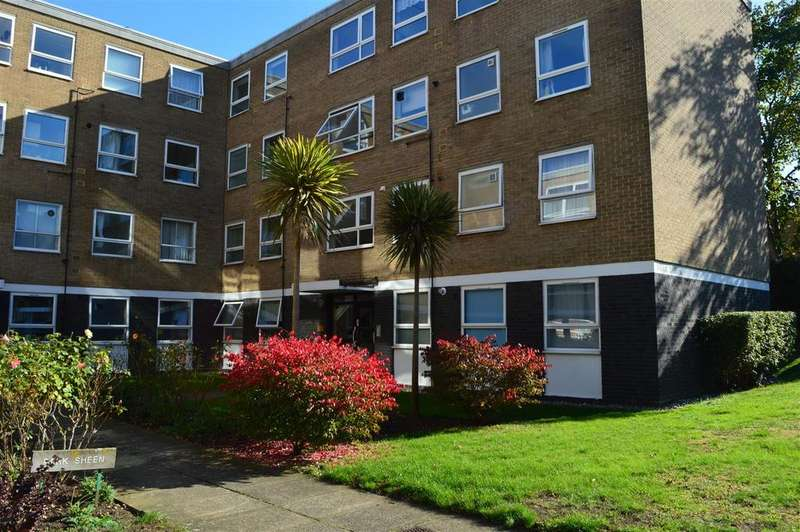 2 Bedrooms Flat for sale in Derby Road, East Sheen, London