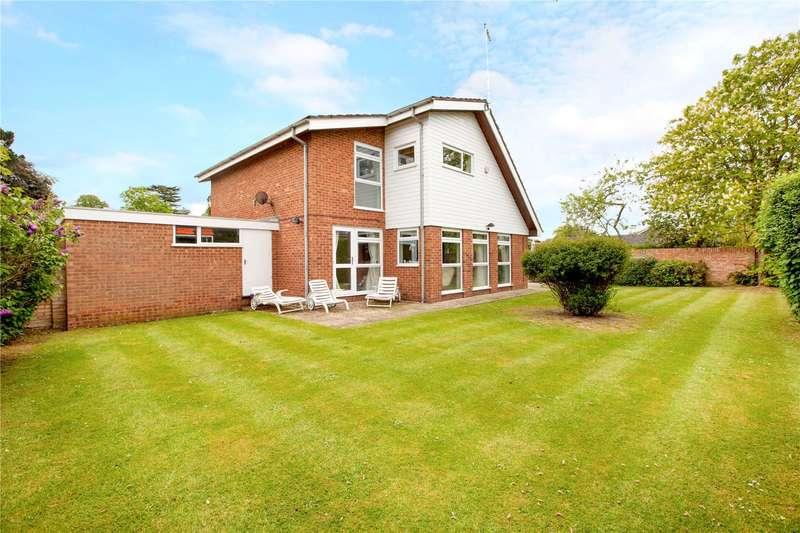 4 Bedrooms Detached House for sale in Ashdown, Maidenhead Court Park, Berkshire, SL6