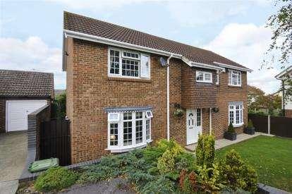 4 Bedrooms Detached House for sale in Basildon, Essex, United Kingdom