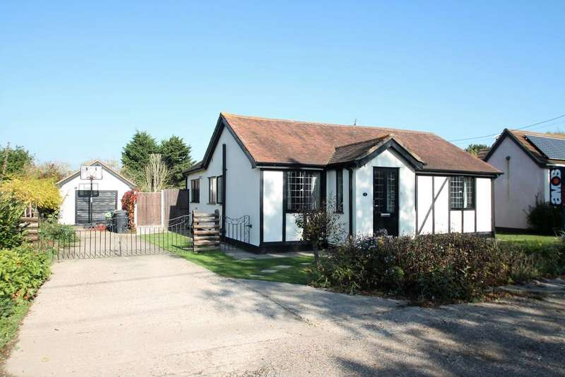 4 Bedrooms Detached Bungalow for sale in Queen Annes Grove, Hullbridge, Essex