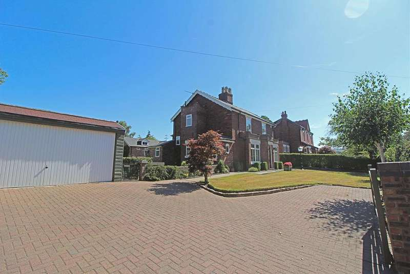 3 Bedrooms Detached House for sale in POYNTON ( HOLLY COTTAGE, DICKENS LANE )