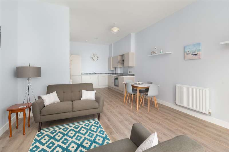 3 Bedrooms Apartment Flat for sale in Cliffe Villas, Edgar Road, Margate
