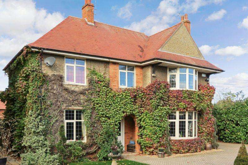4 Bedrooms Detached House for sale in North Road, Bourne