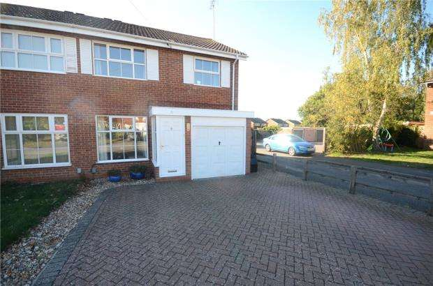 3 Bedrooms Semi Detached House for sale in Buckden Close, Woodley, Reading