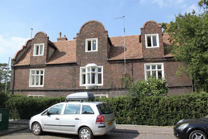 2 Bedrooms Flat for sale in Chesterton Road, Chesterton