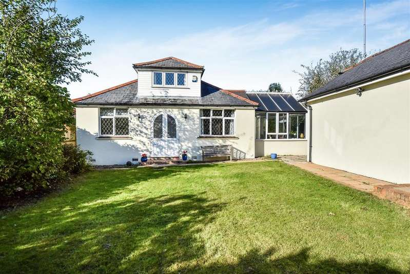 3 Bedrooms Chalet House for sale in Lyon Road, Crowthorne, Berkshire RG45 6RT