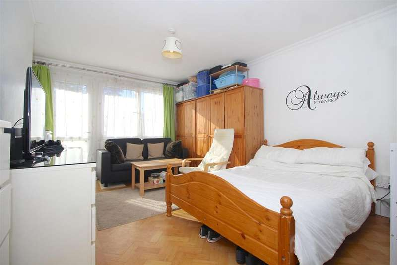 2 Bedrooms Flat for sale in Broad Lane, London