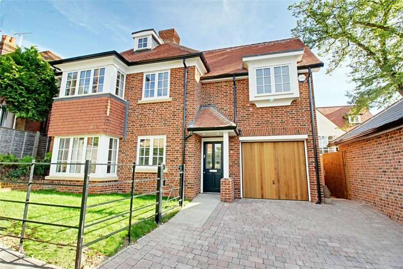4 Bedrooms Detached House for sale in Springhall Road, Sawbridgeworth, Hertfordshire