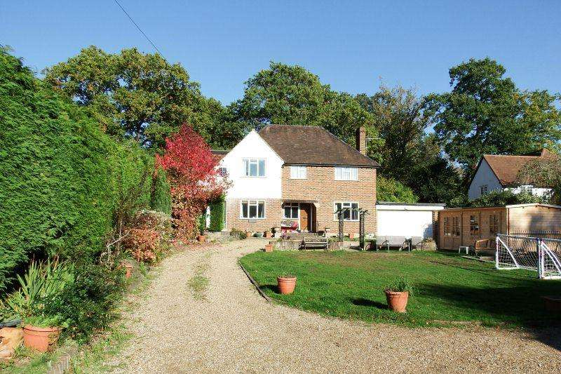 4 Bedrooms Detached House for sale in WORPLESDON