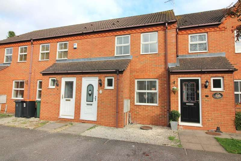 2 Bedrooms Terraced House for sale in Ravensburgh Close, Barton Le Clay, Bedfordshire, MK45 4RG