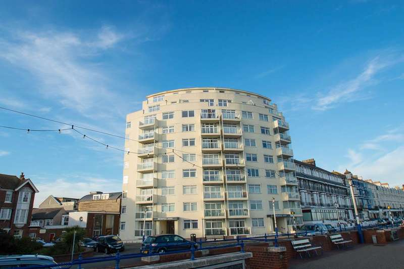3 Bedrooms Flat for sale in Royal Parade, Eastbourne