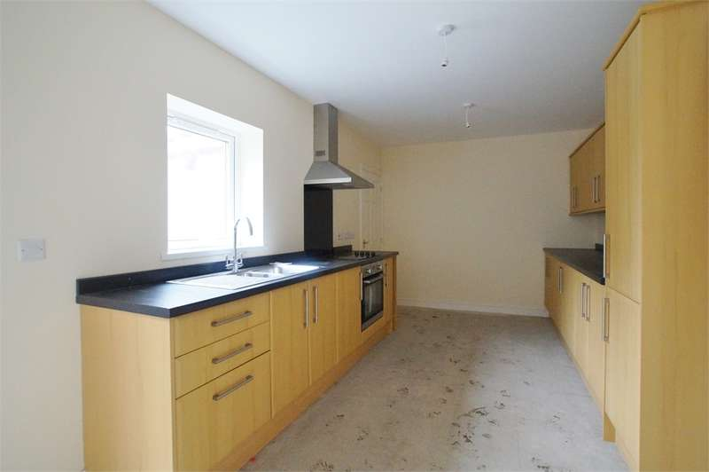 3 Bedrooms Terraced House for sale in CA26 3SA Main Street, Frizington, Cumbria