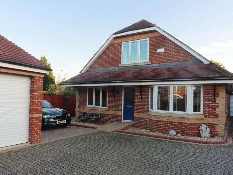 4 Bedrooms Chalet House for sale in Orchard Walk, Bournemouth