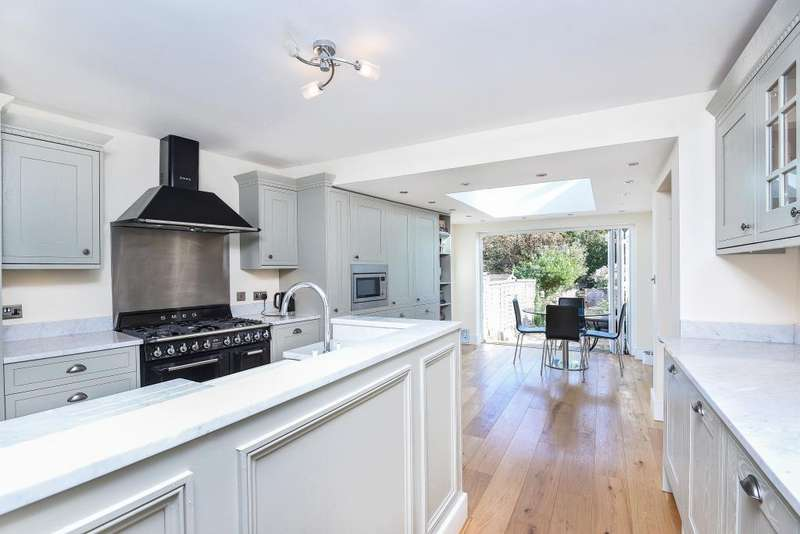 3 Bedrooms House for sale in Hadley Highstone, Barnet, EN5