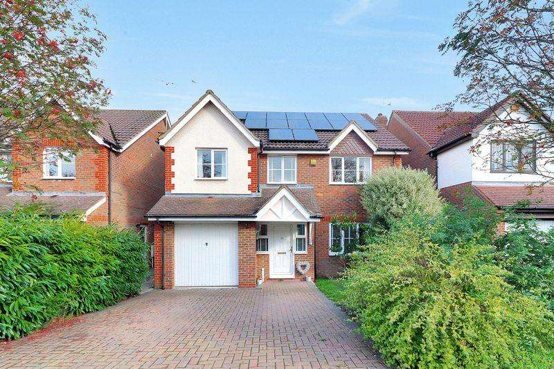 4 Bedrooms Detached House for sale in Bishops Field, Aston Clinton