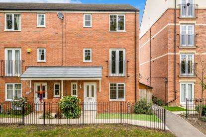 4 Bedrooms End Of Terrace House for sale in Hucklow Drive, Warrington, Cheshire