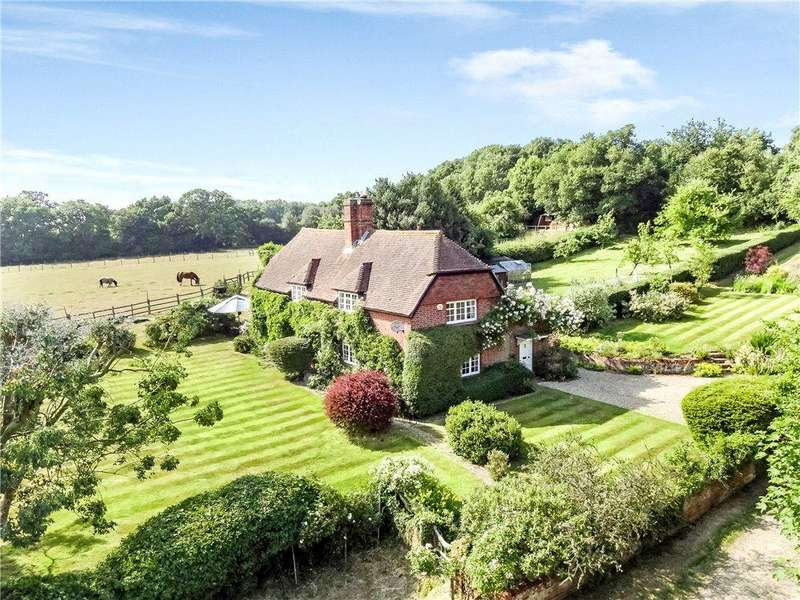 5 Bedrooms Detached House for sale in Hazeley Bottom, Hartley Wintney, Hook, Hampshire, RG27