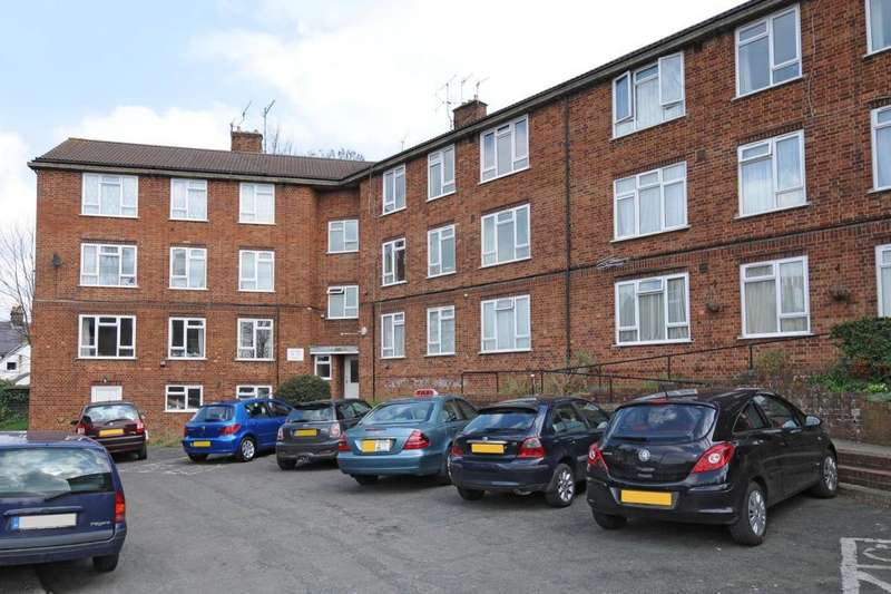 2 Bedrooms Flat for sale in Victoria Road, Chesham, HP5