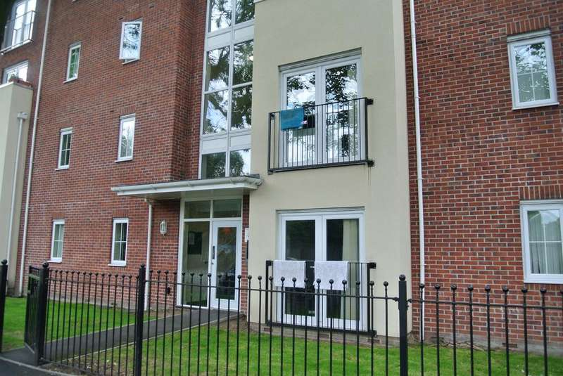 2 Bedrooms Apartment Flat for sale in Hazelbottom Road, Crumpsall, Manchester, M8