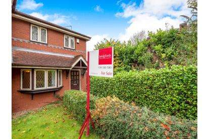 2 Bedrooms Semi Detached House for sale in Rayners Close, Stalybridge, Cheshire, United Kingdom