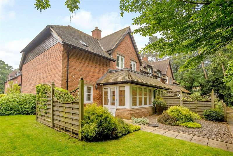 2 Bedrooms Semi Detached House for sale in Badsworth Gardens, Newbury, Berkshire, RG14