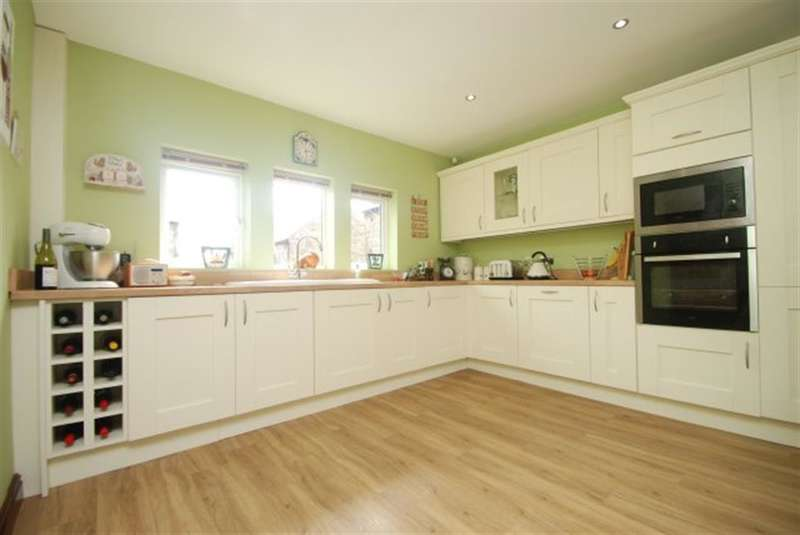 5 Bedrooms Detached House for sale in Bower Gardens, Stalybridge, Cheshire, SK15 2UY