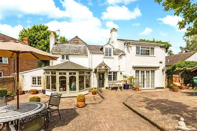 3 Bedrooms Detached House for sale in Swan Lane, Stoke Orchard, Cheltenham, Gloucestershire, GL52