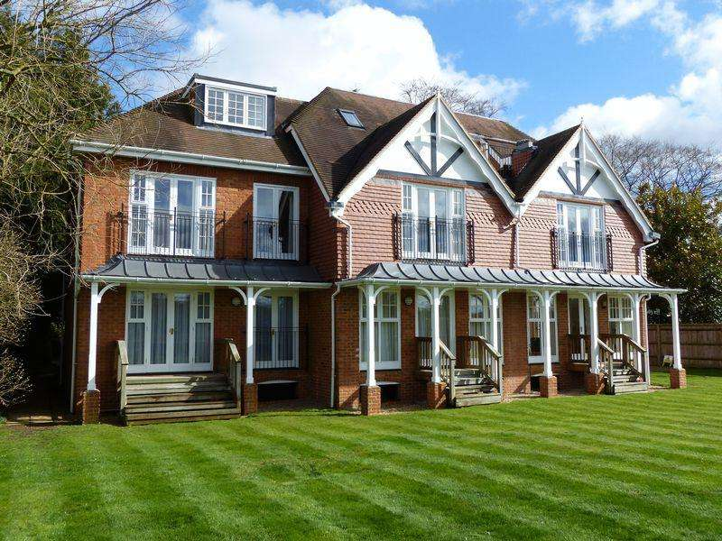 2 Bedrooms Apartment Flat for sale in COOKHAM VILLAGE