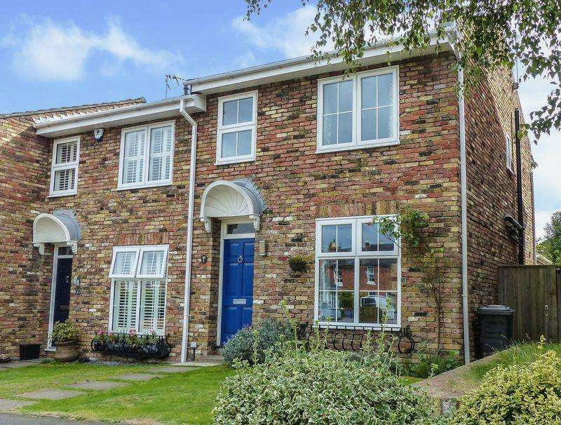 3 Bedrooms End Of Terrace House for sale in COOKHAM