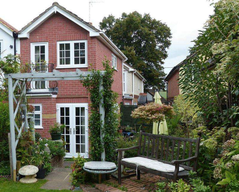 3 Bedrooms Semi Detached House for sale in Cookham - delightful Victorian semi-detached cottage