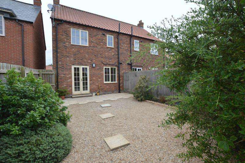 3 Bedrooms Semi Detached House for sale in 3 Townhill Lane, Bucknall