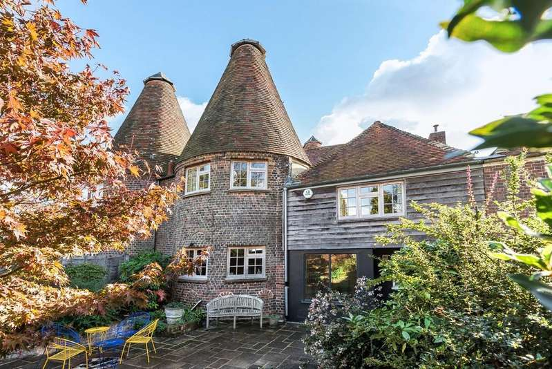 4 Bedrooms Barn Conversion Character Property for sale in The Granary, Iden, Near Rye, East Sussex TN31 7XB