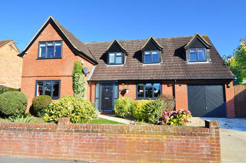 4 Bedrooms Detached House for sale in Strathcona Close, Flackwell Heath, High Wycombe, HP10