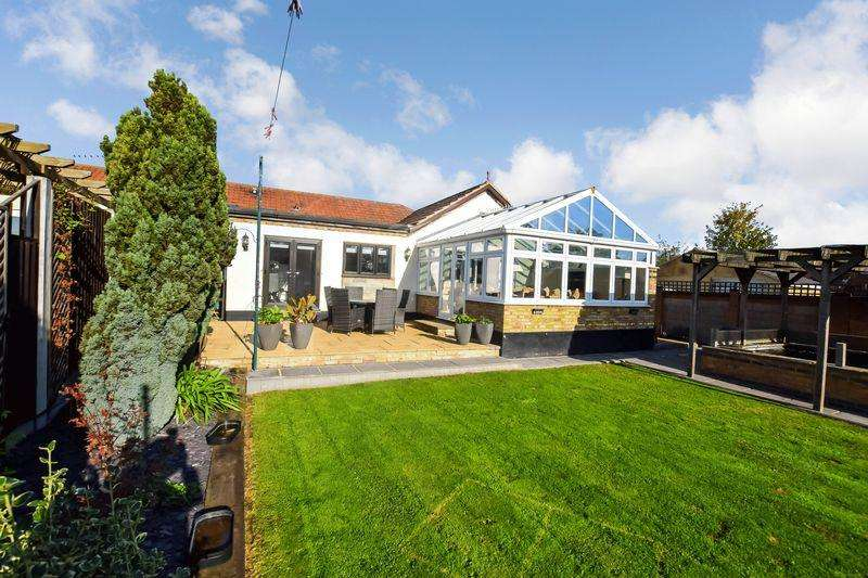 3 Bedrooms Bungalow for sale in Central Avenue, Stanford-Le-Hope