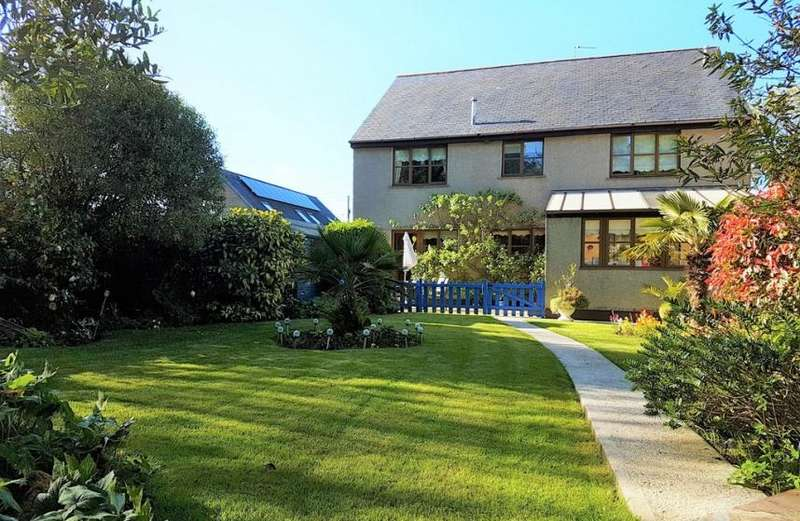 4 Bedrooms Property for sale in Wonderful detached home