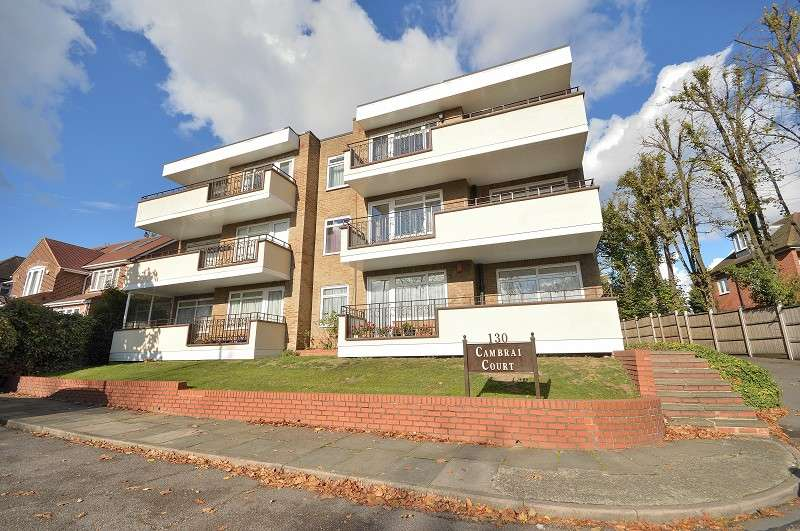 1 Bedroom Ground Flat for sale in Cambrai Court, Aldermans Hill, Palmers Green, London. N13