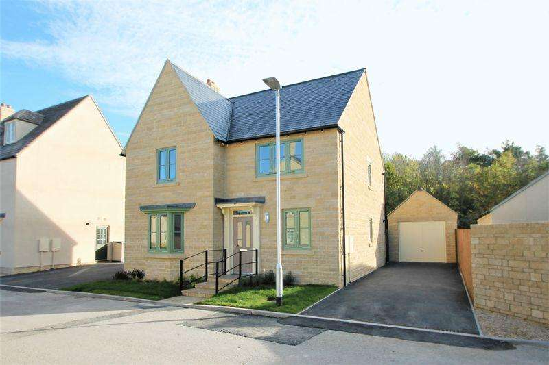 4 Bedrooms Detached House for sale in Pembroke Park, Cirencester, Gloucestershire.