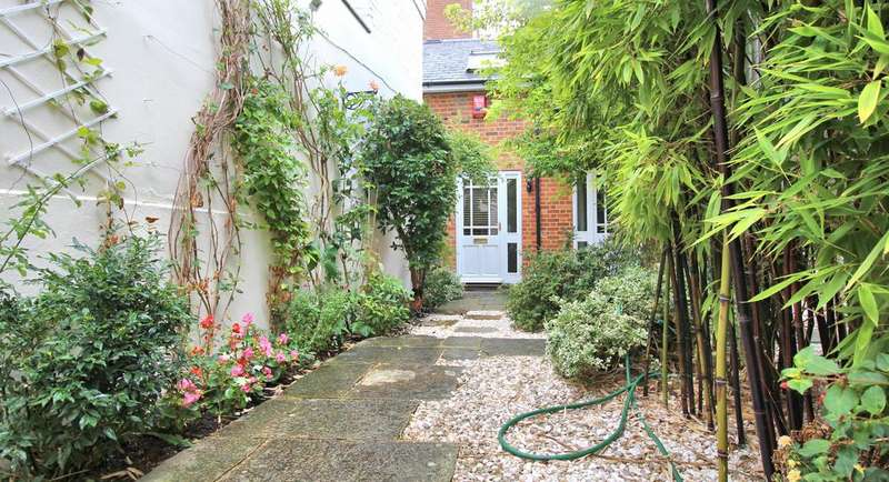 2 Bedrooms Semi Detached House for sale in Readers Court, The Auction Room, Temple Street, Aylesbury HP20